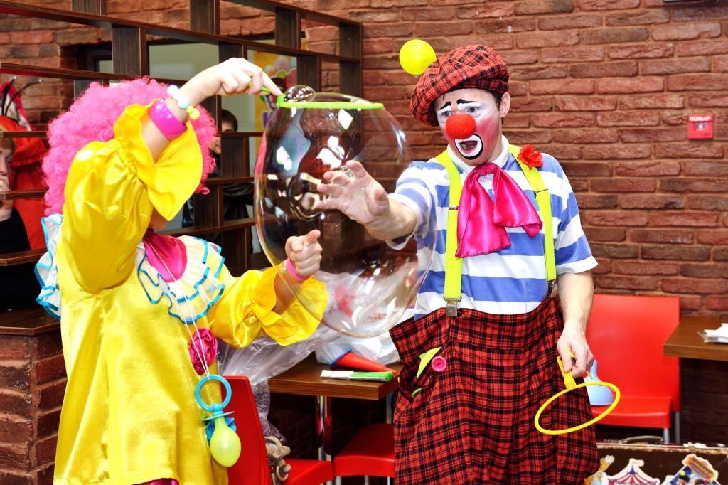 всей сценарий поздравления клоунами взрослого второй